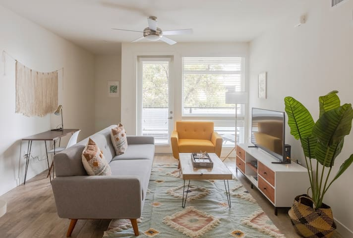 Sophisticated 2BR in Pasadena, Pool + Pet-Friendly
