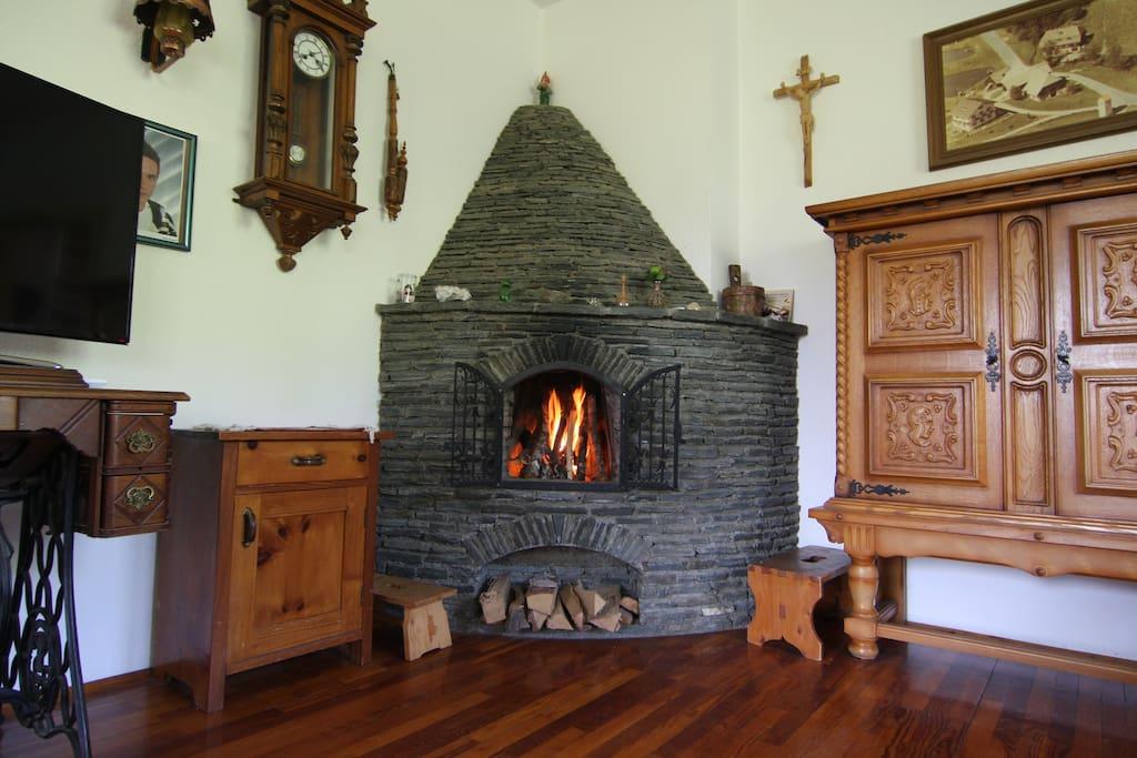 Offener Kamin im Wohnzimmer