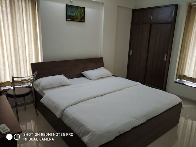 *Lavish 2BHK Serviced  Apt- Viman Nagar, Pune*
