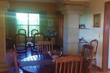 Vista de nuestro comedor y sala.