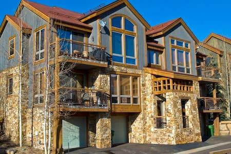 Terraces - 2BR Condo #101 - Condomínio