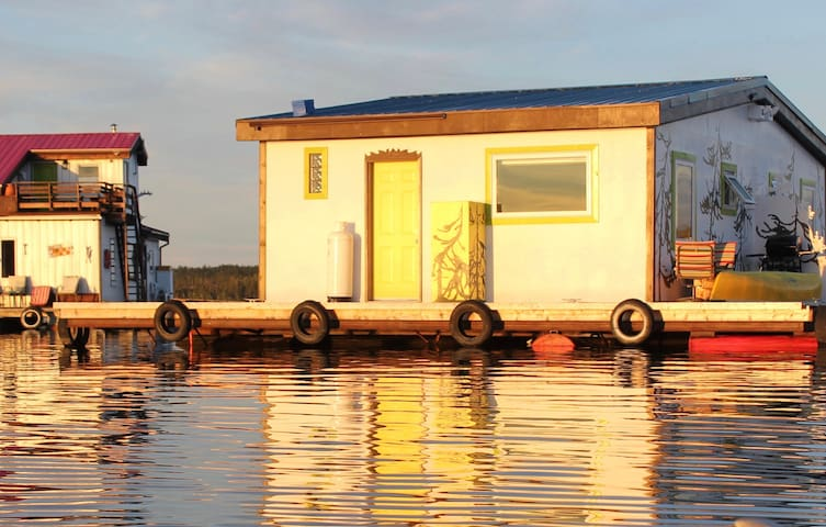 Mo's Houseboat B&B: SunSet Suite