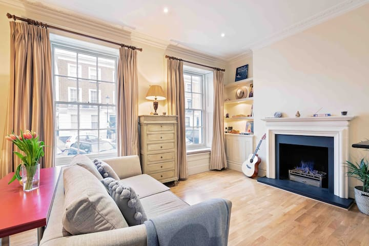 Charming 1 BED in Chelsea + Fireplace