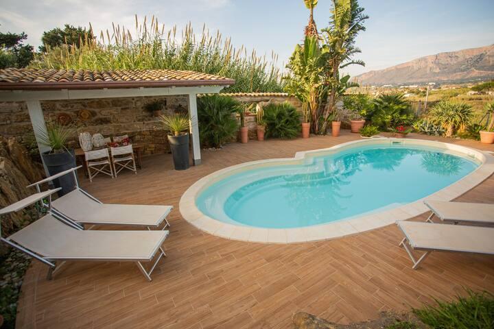 Villa Dorotea con piscina en el CIAMMARITA