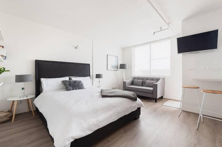 Sam's Bondi Pad - top floor apartment