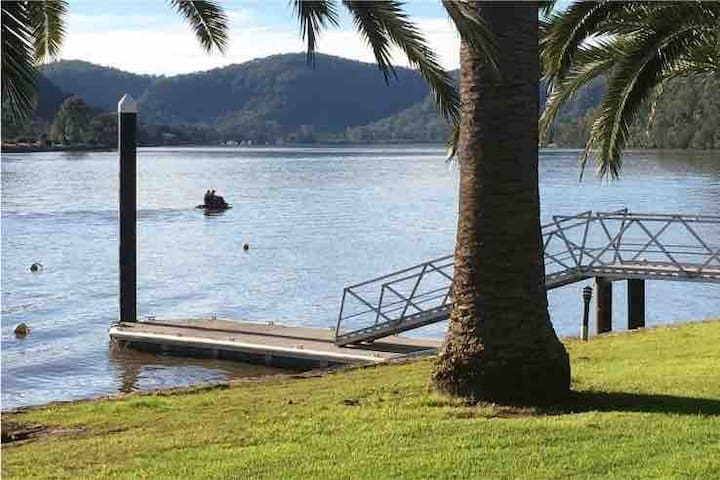 Hawkesbury River entire beautiful Waterfront Cabin