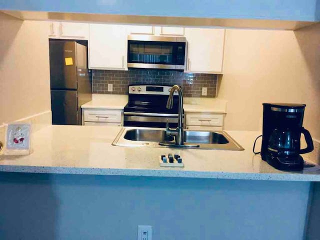 TCU/Entire apartment/clear-fork/gym/pool/near mall