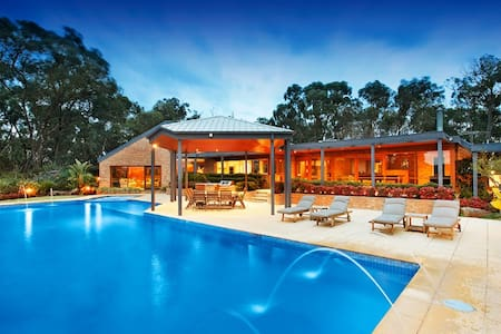Door 27-Yarra Valley Resort Style Bed & Breakfast - Wonga Park - Bed & Breakfast