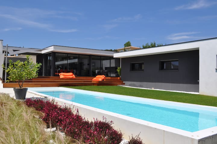 Chambre privative avec accès piscine