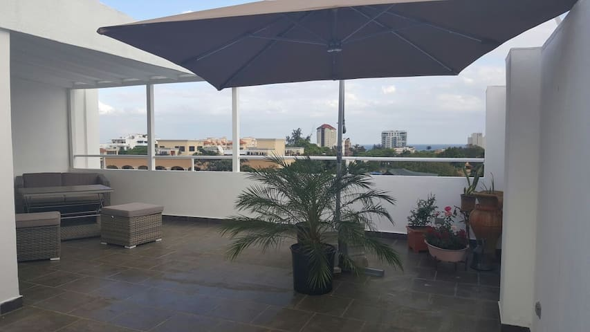 OCEAN VIEWS + PRIVATE ROOFTOP + BBQ + IN GAZCUE 5* - Santo Domingo - Apartment