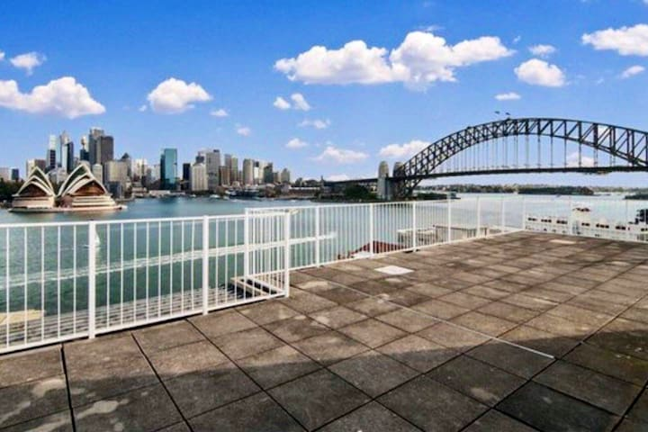Charming Harbourside Flat w. great view!