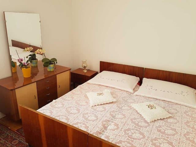 Room Havana 3 for 2 in city center of Novalja