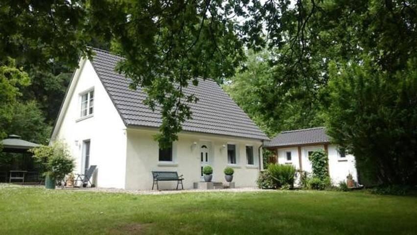 """Exclusives einmaliges Landhaus """"MeerZeit""""! In Alleinlage mit 10.000 qm Grundstück! Mit Sauna und Kamin!"""