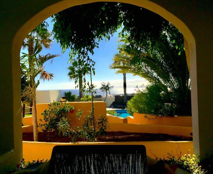 """Secret Chill Villa  """"Paradise Cove"""" Suite"""