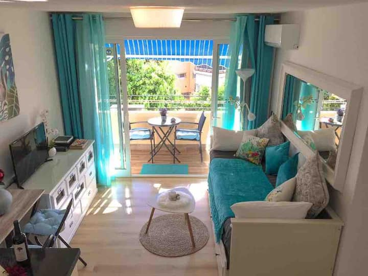 Bright studio at the foot of the beach