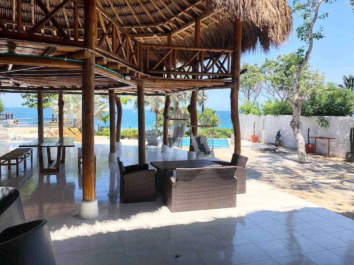 Amazing Beach House in Bocachica