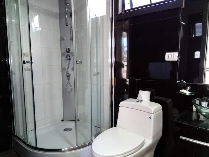 Habitación Para 2, excelente, con baño privado.