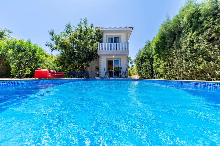 Nissi villa for 8 persons