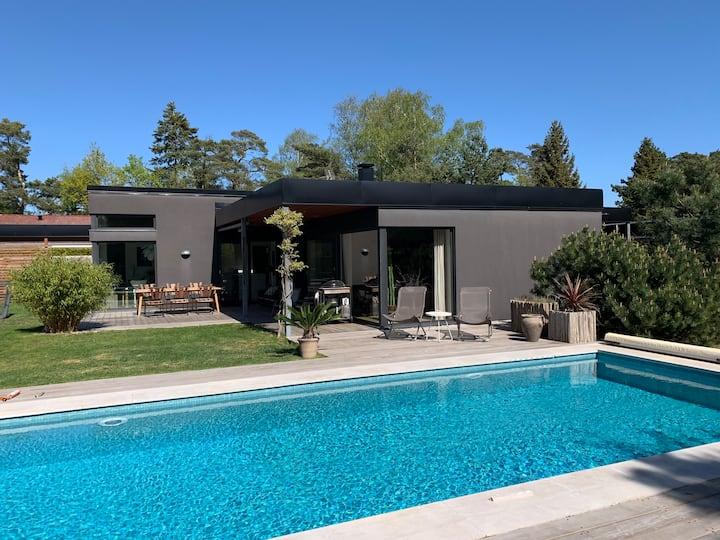 Mysig villa med gästhus och pool Höllviken