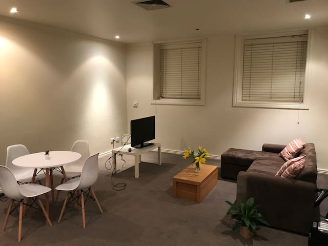 Very Spacious Private Room in CBD!