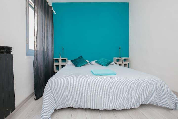 Stanza blu con garage nel cuore di Genova