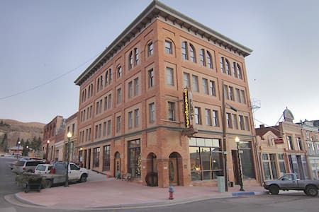Come experience a piece of Colorado's rich history - Victor - Boutique-Hotel
