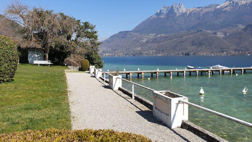 Studio lac d'Annecy, très belle vue, plage privée