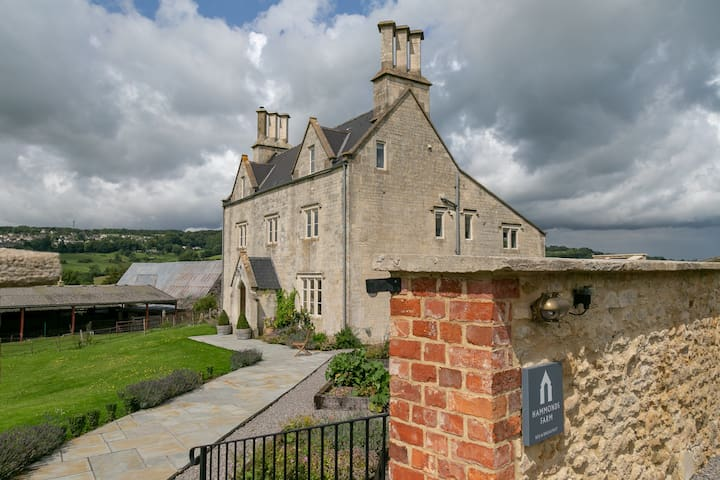 Spectacular luxury Cotswold Farmhouse