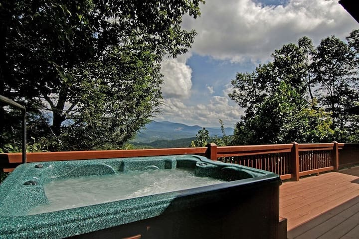 Stargazer has a Million Dollar View with privacy and hot tub