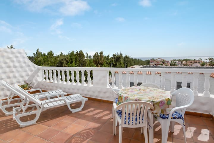 Holiday Apartment Casa Colette with Sea View, Terrace & Wi-Fi; Parking Available