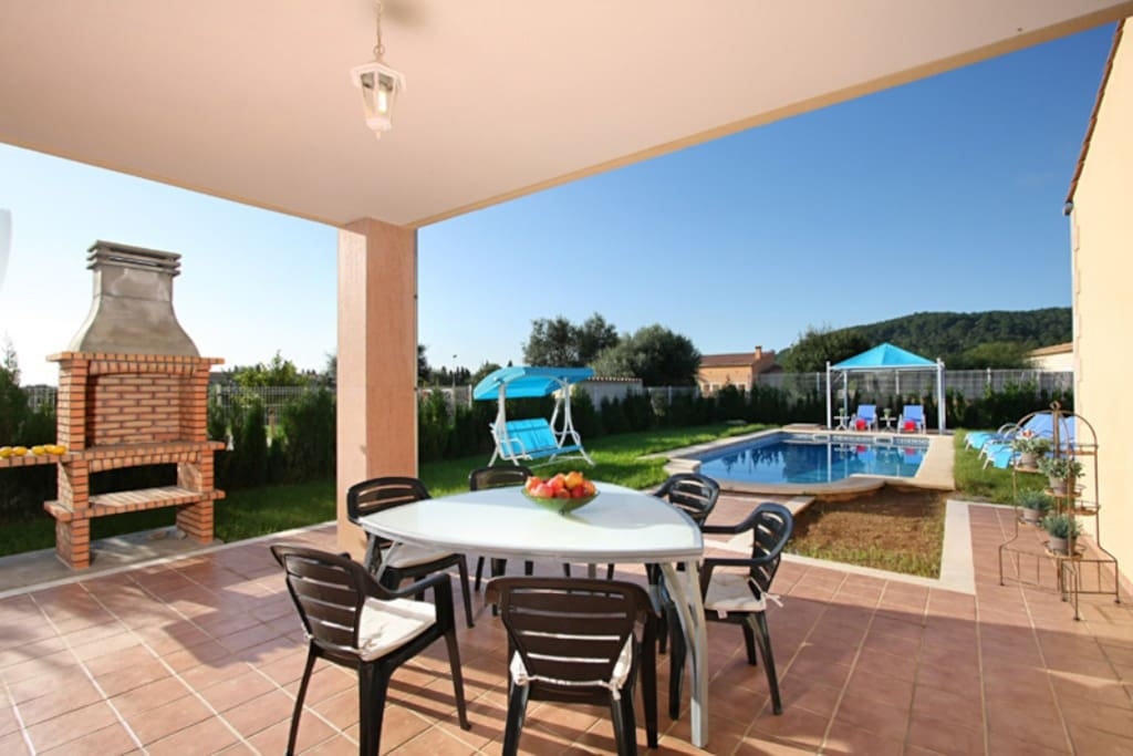 Villa in Sa Pobla,  capacity for 9 people (max. 8 adults),  has 4 bedrooms and  bathrooms. Swimming pool and views of the mountain and the garden.