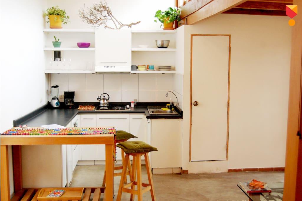 Nuestra colorida cocina espera por tus deliciosos manjares y menjunjes. ñam ñam! / Our colorful kitchen awaits for your delicious recipes. yummy!