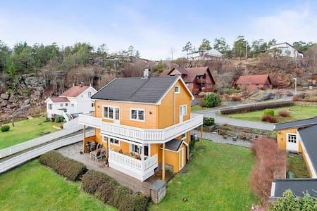 Familievennlig hus med stor hage og sjøutsikt - Tofte - Haus