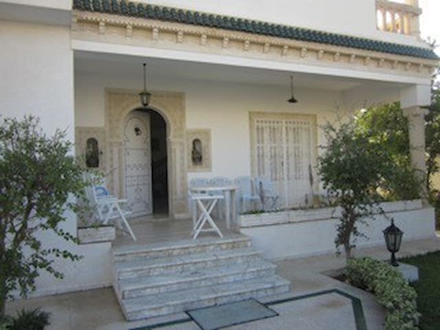 villa avec jardin et vérandas