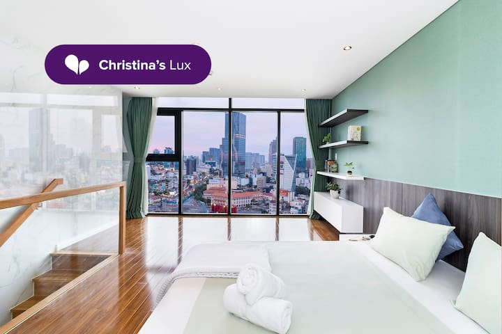 Loft in Center w/ City View by Christina's∙BT198