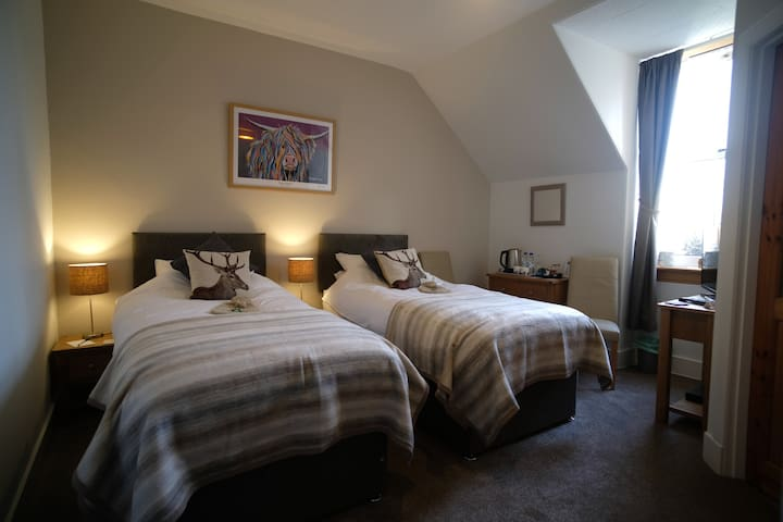 ⭐️ Room in warm & friendly B&B ⭐️ Great Glen Way