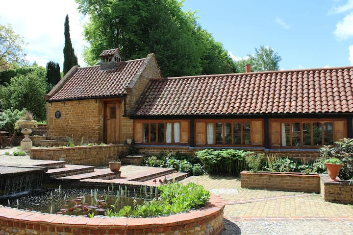 Beechnut Cottage,  Idyllic Cotswold farm retreat