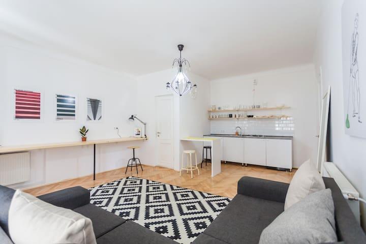 Leah' Apartment
