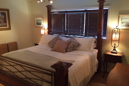 Vineyard Farm B&B - The Bella Suite - Mount Pleasant