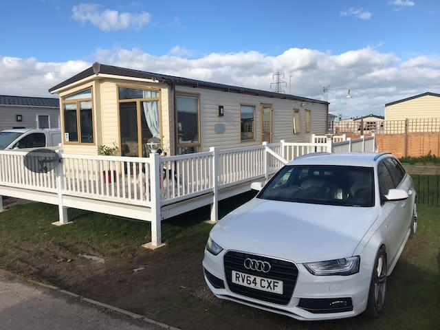 4/6 sleeper caravan with hot tub on holiday park