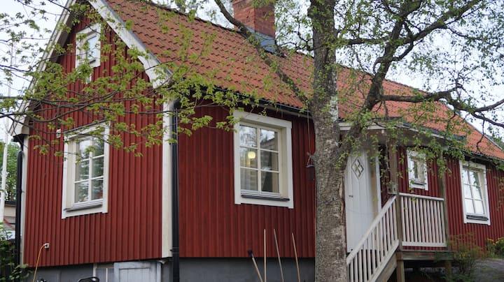 Röd Stuga i Norby