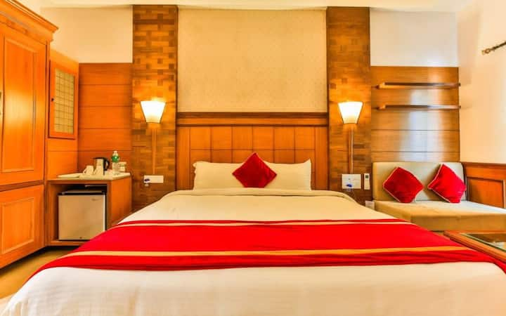 1 BR BAGA on the Beach Room with Breakfast & Pool