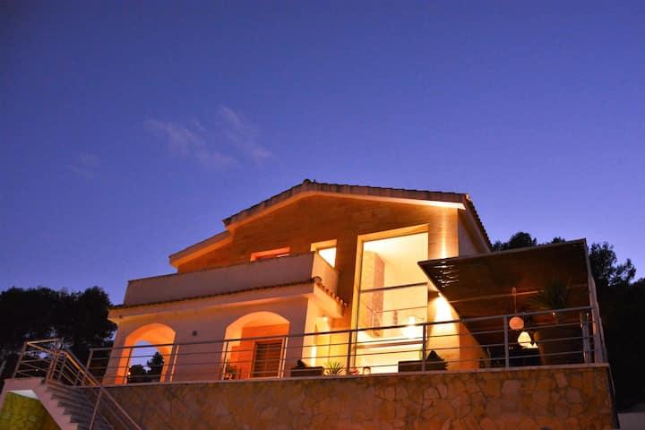 Villas Sitges Arhat a 8 minutos de Sitges. Diseño