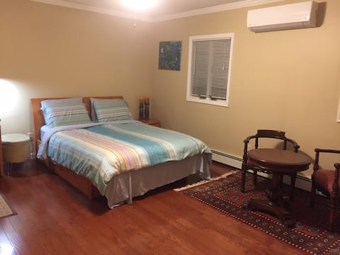 Clean and quiet private room in E. Northport, LI