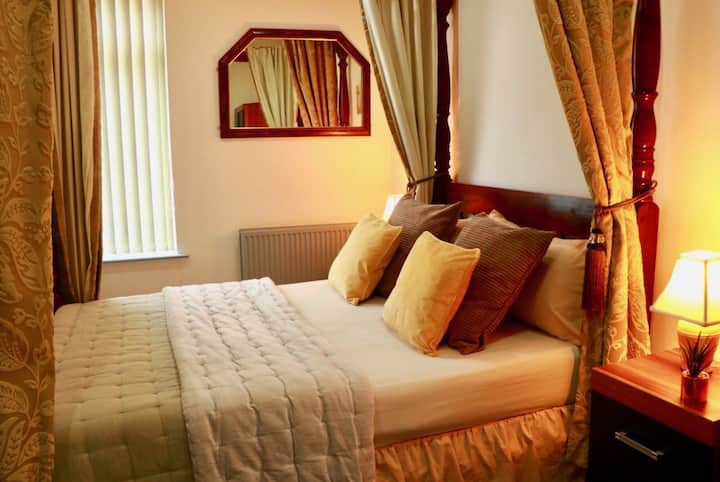 ⭐️ ⭐️ ⭐️ ⭐️  Superior Deluxe  Room Luxurious En Suite.