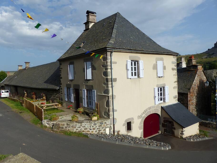 Maison de 1850 dans village authentique