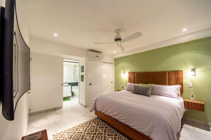 King Size Guest Bedroom wit Private Bathroom.