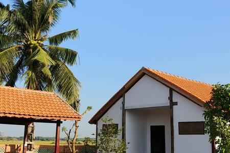 CocoPalm Villa 2 near Beach - Apple Room