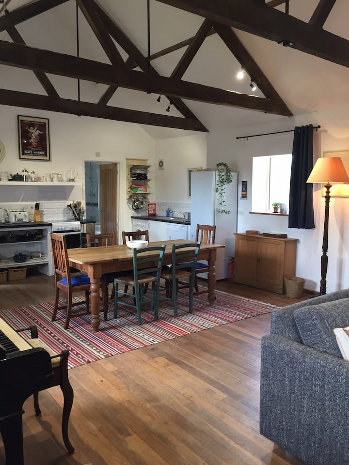 The Hayloft - serviced holiday let with pool