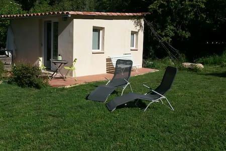 Kleines Gästehaus an der Côte d'Azur - Saint-André-de-la-Roche